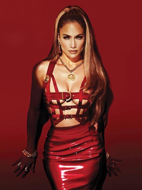 """Jennifer Lopez """"Güzelliğin son kullanma tarihi yoktur diyor! Sen ne diyorsun?"""