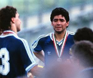 Futbolun efsane ismi Diego Armando Maradona hayatını kaybetti, Maradona yı nasıl bilirdiniz?