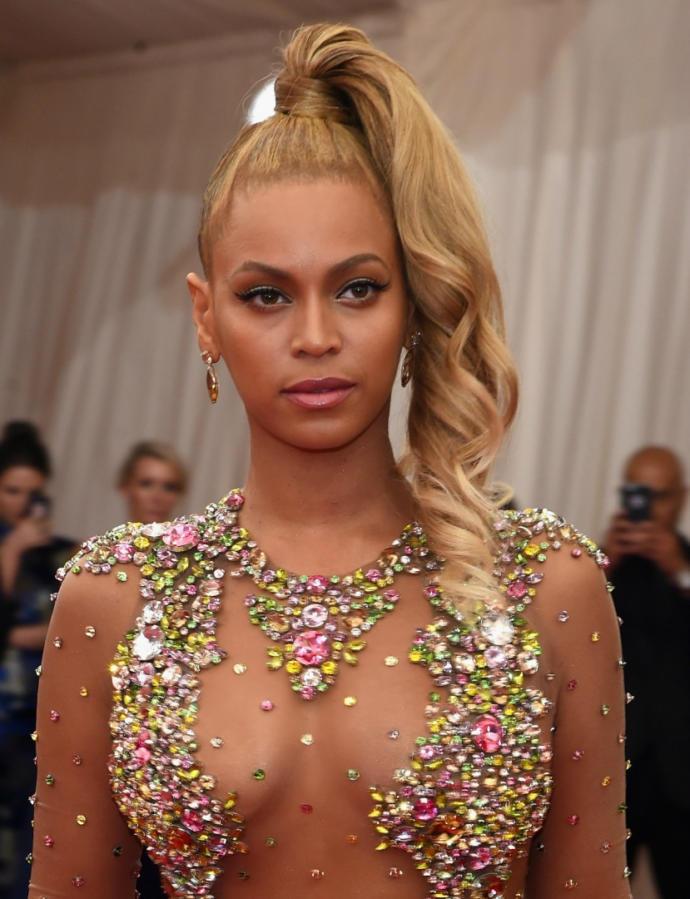 Sarı saçlarıyla düşman çatlatan ünlü güzellerden favorin hangisi?