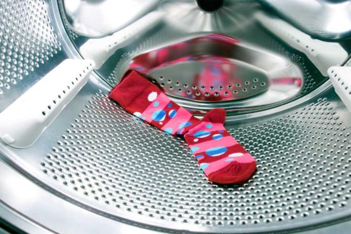Çorapları kıyafetlerden ayrı mı yıkamak gerekir?