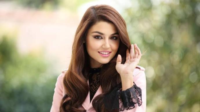 Hande Erçel Dünyanın en güzel kadını seçildi. Sizce doğru seçim mi?