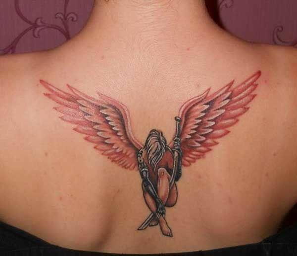 Ben dövme yaptırmam ama dövme yapılmış kadın vücudunu severim.