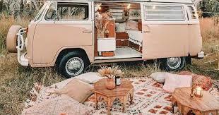 Tüm yol masraflarınız karşılansa, kiminle nereye seyahat etmek isterdiniz?