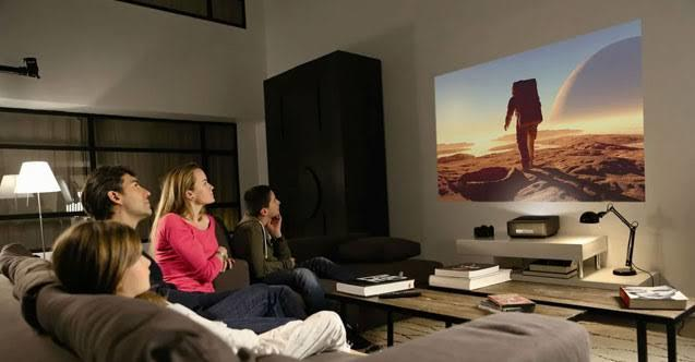 Bir filmi veya diziyi tek başınıza izlerken mi daha çok keyif alırsınız yoksa birileri ile izlerken mi?