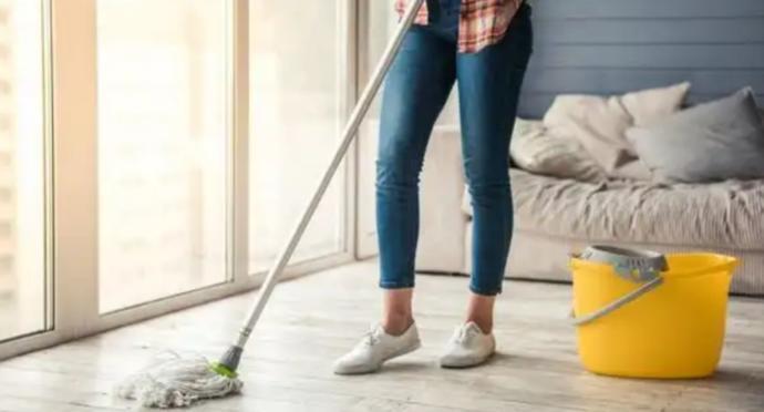 Evde temizlik yaparken süpüren misin yoksa silen mi?