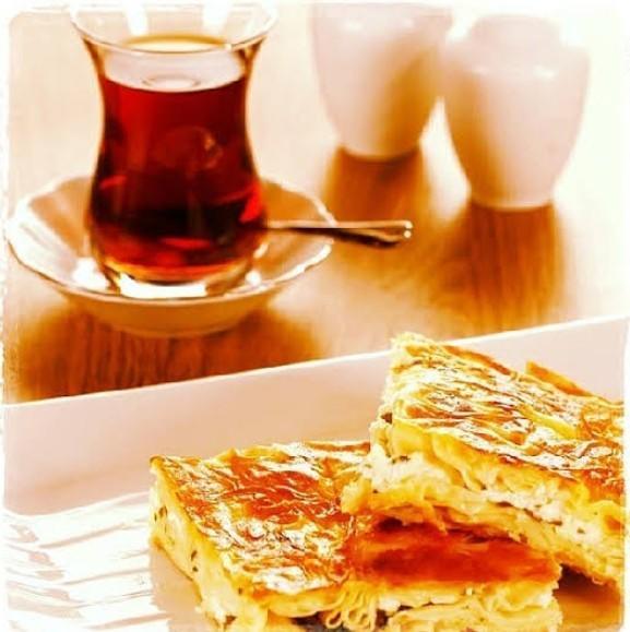 Böreğin yanında sıcacık çay mı gider yoksa buz gibi ayran mı?