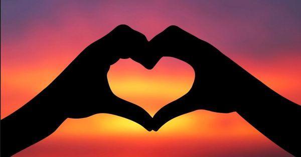 Sizce aşk , birine seni mahvetme yetkisi vermek ve bunu kullanmayacağına inanmak mıdır?