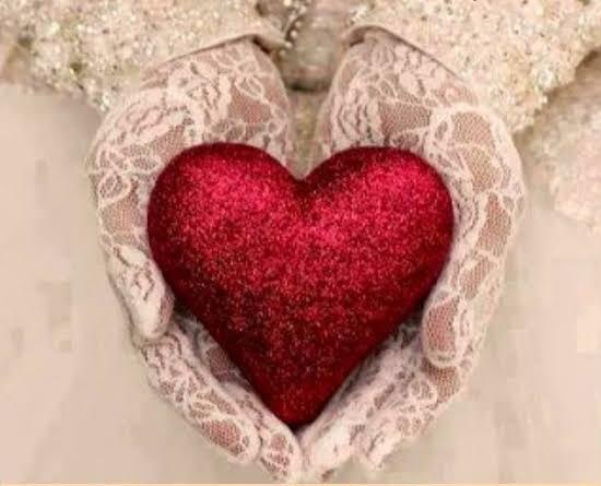 Anlam veremediğiniz şekilde hiç bir şey olmadığı halde sebepsizce neden kalp acır ?