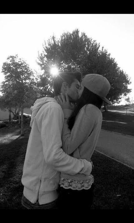 Mutlu sevgilileri görünce üzülüyorum siz de üzülüyor musunuz?