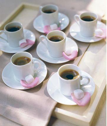Diyelim ki sevgiliniz kız istemeye geldi ve sizi isteyecekler. Tuzlu kahve yapacaksınız ve içine neler katardınız?