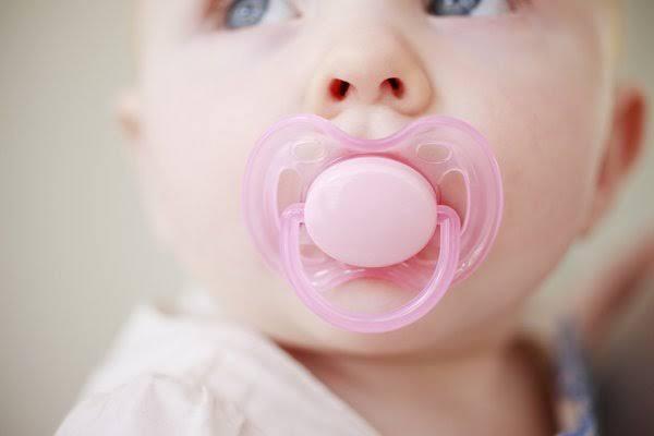 Bebeklerde emzik kullanımı sakıncalı mıdır?
