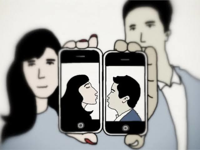 İnstagramdan size yürüyenlerin sizden sonra yeni ilişkilerini anı anına görmek çok komik değil mi?