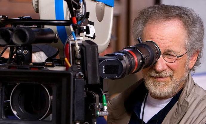 İzlediğiniz dizi ve filmlerin yönetmenlerinin kim olduğuna bakıyor musunuz?