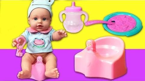 altına işeyen oyuncak bebek