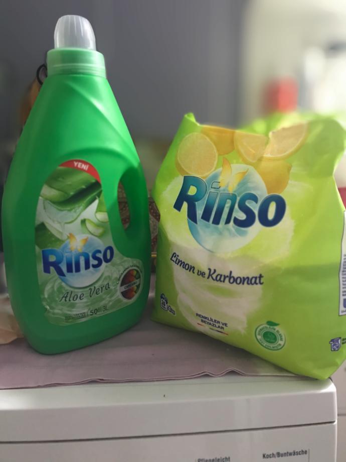 Çamaşırlarınızı yıkarken etkisini arttırmak için toz ile sıvı deterjanı karıştırır mısınız?