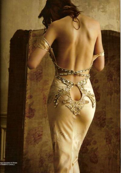 Kızlar, en çok tercih ettiğiniz dekolte türü nedir hangi dekolte giyiyorsunuz?