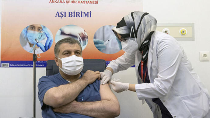 Fahrettin Koca şov aşını oldu, peki millet ne zaman olacak?