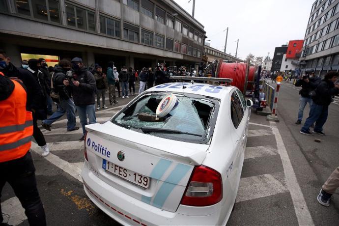 Belçikada gözaltında ölen Afrikalı genç için düzenlenen gösteride arbede çıktı. Ne düşünüyorsunuz?