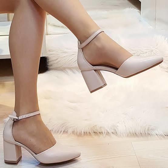Baharlık ve yazlık tayt , pantolon , etek ve elbiselerle nasıl ayakkabı tercih edersiniz?