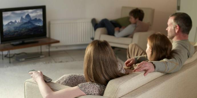 Aileyle film izlerken açık sahne geldiğinde ne yapıyorsunuz?
