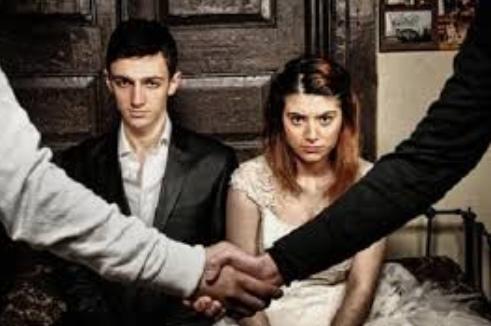 Istemediğiniz bir evliliğe zorlansanız ne yapardınız?