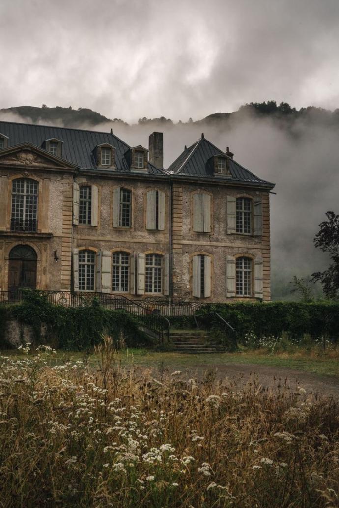 Terk edilmiş korkunç bir evde para için kalır mısın?