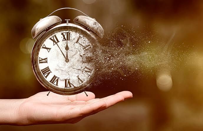 Güzel şeyler midir zaman alan, yoksa zaman mıdır güzel şeyleri alan?