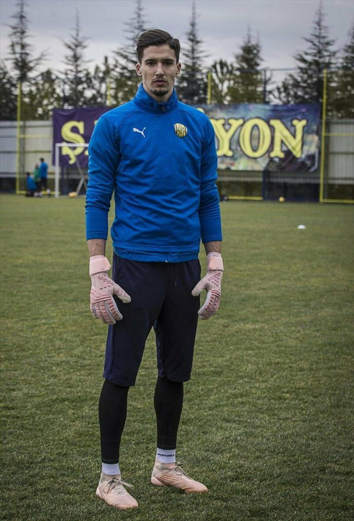 KSCANLAR TOPLANIN !! Türkiye Süper Liginin en YAKIŞIKLI futbolcusunu seçiyoruz . Oyunuz kime  ?