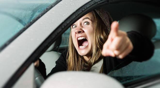 Araba kullanırken neden herkes agresif oluyor? Trafikte siz de agresif misiniz?