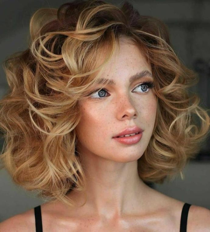 Kısa saça mı, yoksa uzun saça mı maşa uygulayınca daha güzel oluyor?