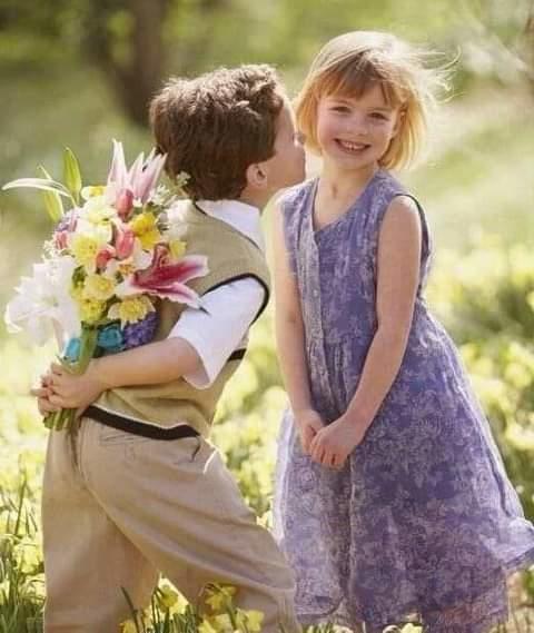Erkeklere kız çocuklarına nasıl davranacağını ögretmeli mi?