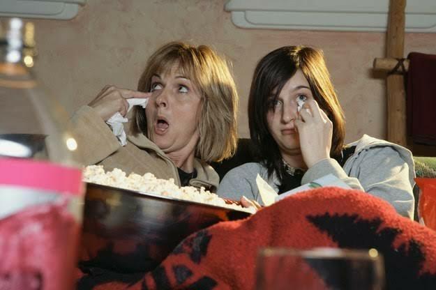 Ağlatan duygusal filmler izlemek aslında mutluluk veriyormuş. Sizce öyle mi?