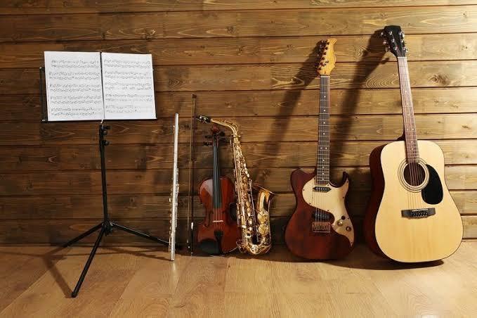 Bir insan kendi kendine enstrüman çalmayı öğrenebilir mi?