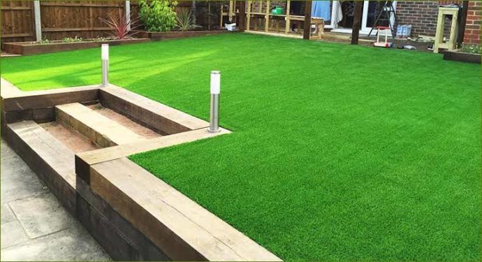 İyi günler, yazlığımızın bahçesi hafif eğimli. Acaba rulo çim mi eksek yoksa başka nasıl bir tavsiyeniz olur?