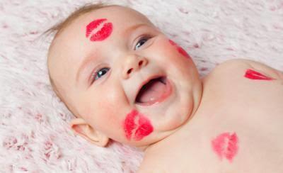 Tanıdıklarınızın bebişinizi öpmesine izin verir misiniz?