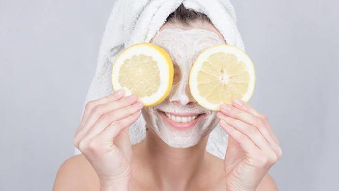İçeriğinde limon olan maskeleri yaparken cildinizi koruyor musunuz?