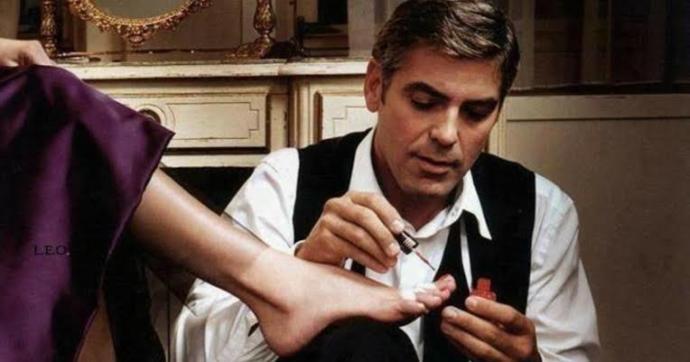Eşinin ayağına oje süren erkek kılıbık mıdır romantik midir?