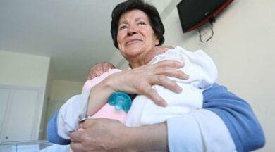 İspanyada bir kadın 64 yaşında anne oldu, devlet bakamaz deyip elinden aldı! Anne olmanın yaşı var mıdır?