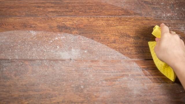 Toz alırken su mu kullanırsınız yoksa temizlik ürünü mü?