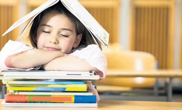 Çocuklara küçük yaşta kitap okuma alışkanlığı kazandırılması gerektiğini savunuyorum peki ya sen?