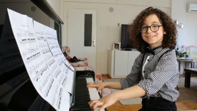 Küçük piyanist Engin, İspanya'da ikinci oldu. Türkiyemizi temsil etmesi ne kadar güzel değil mi?