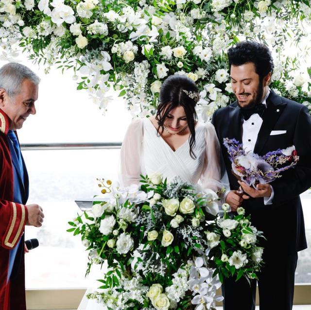KScanlar Yasemin Sakallıoğlu Burak Yırtar çifti sade bir törenle evlendi. Hayırlı olsun diyelim mi?