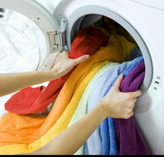 Makineden çıkarınca çamaşırınızda ufak bi leke gördünüz tekrar makineye atar mısınız elinizde mı yıkarsınız?