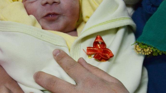 Yenidoğan bebeğe takı