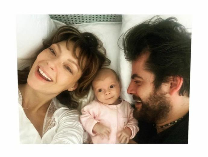 Özge Özder&Sinan Güleryüz çiftinin kızlarının adı Eva Luna! Türk bir ailenin yabancı isim koymasını hoş karşılıyor musunuz?