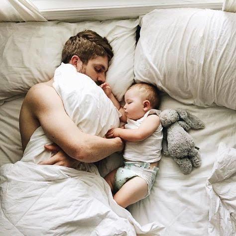 Geceleri Uyanan Bebeği Uyutmak Kimin Görevi?