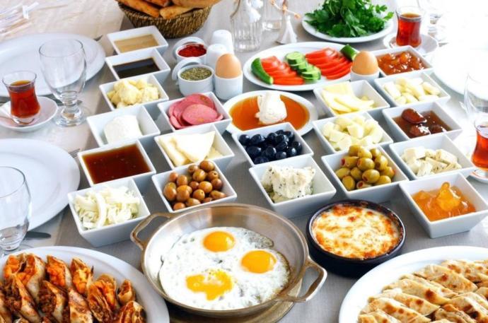 Tercihiniz serpme kahvaltıdan yana mı olur yoksa açık büfe kahvaltıdan mı?
