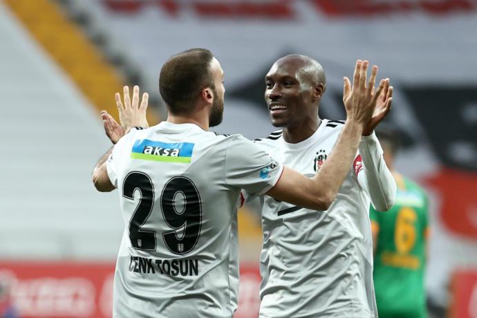 Beşiktaş, Alanyasporu 3-0 yenerek şampiyonluk yolunda kritik bir 3 puan aldı! Maçı nasıl buldunuz?