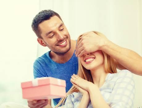 Sevgiliniz size çok pahalı bir hediye alsa kabul eder misiniz?