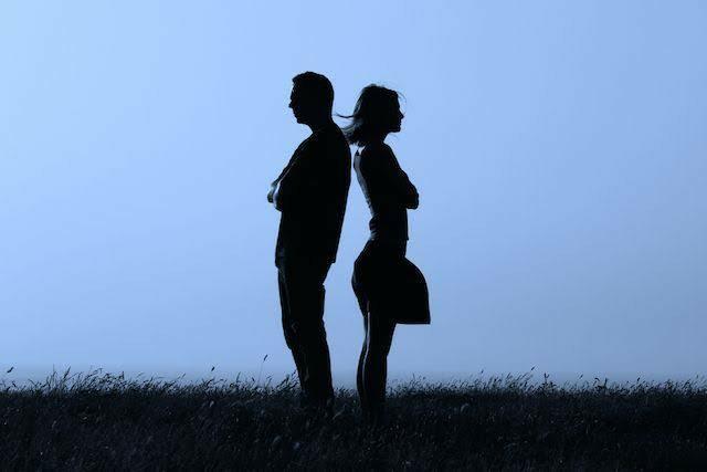 Eşiniz maddi krize girse onu bırakıp gider misiniz?
